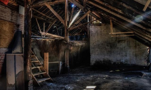 abandoned-barn-child-55656