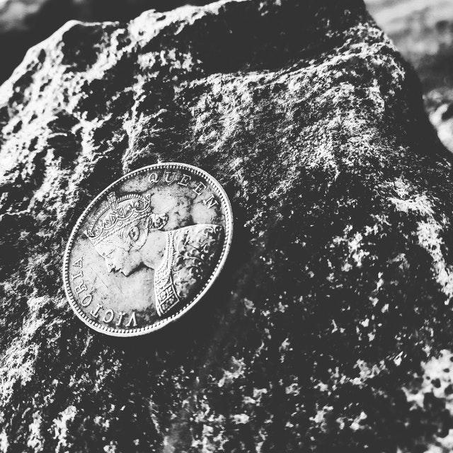 black-and-white-coin-design-731164