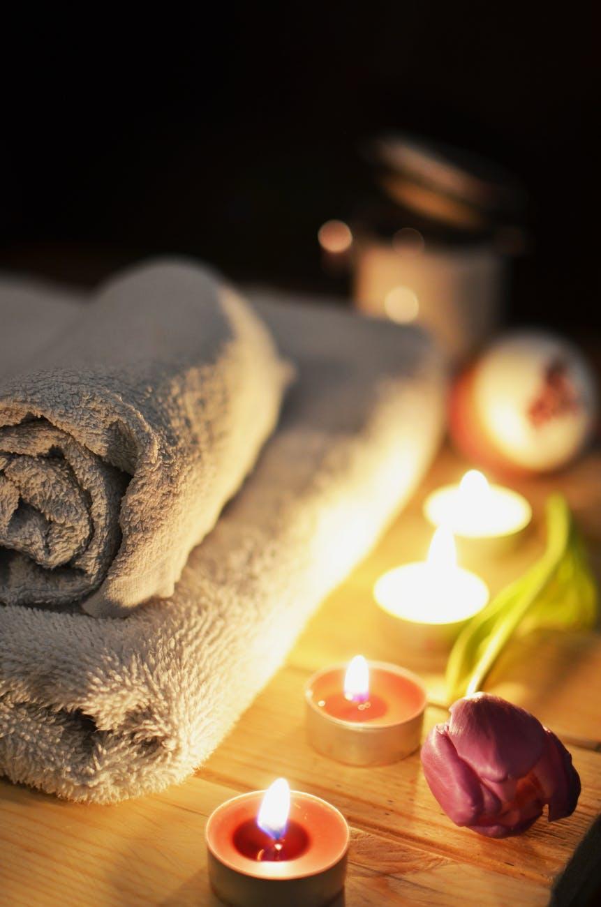 love-romantic-bath-candlelight