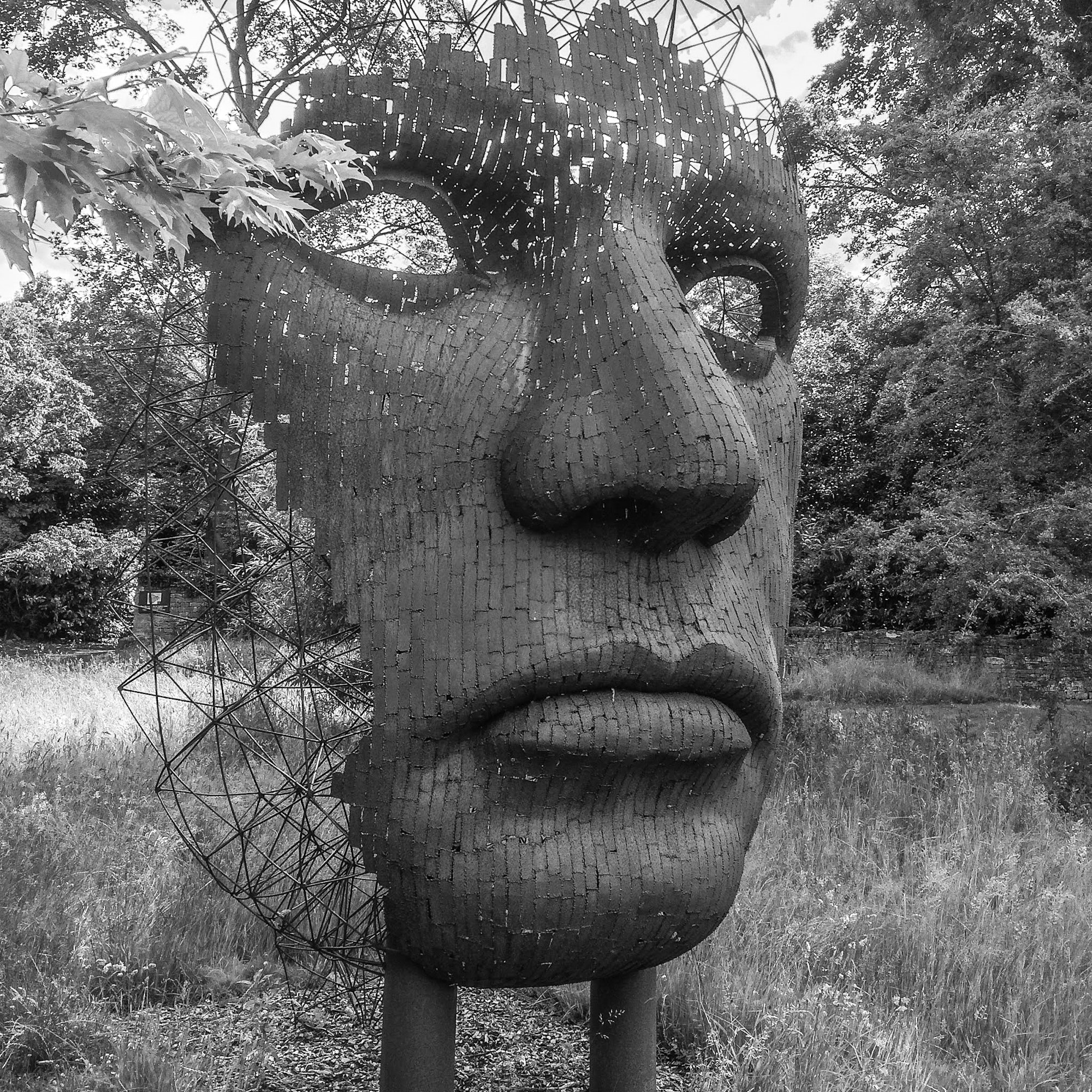 face-black-and-white-woodland-sculptures-3601374