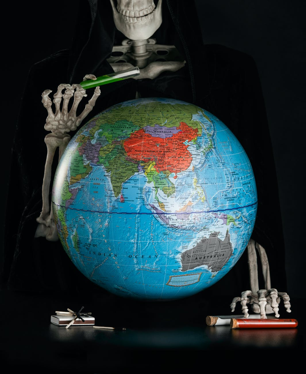 desk globe on a skeleton